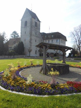 Romanshorn, Suiza: Esta linda igreja está situada neste parque.