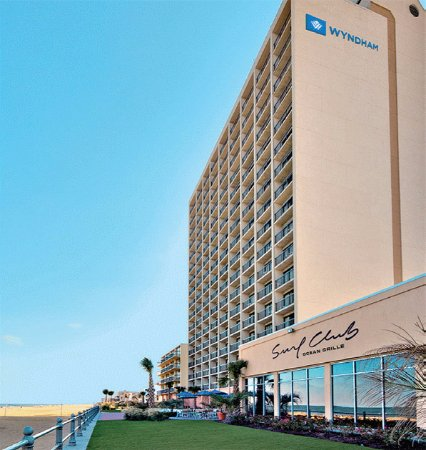 Wyndham Virginia Beach Oceanfront: Side view - great location
