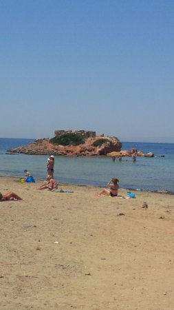 Gray Line Greece: Kavouri beach- looks good from the distance, but really dirty