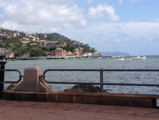 Panchina Lungomare : Vista dalla panchina picture of lungomare vittorio veneto rapallo