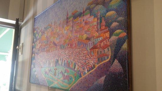 Trevi, Italy: un grande quadro nella sala