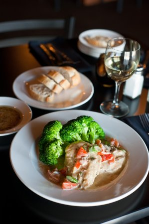 Uniontown, OH : Champagne chicken served with steamed broccoli