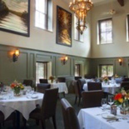 Lambertville, NJ: Victorian Lounge Dining Room