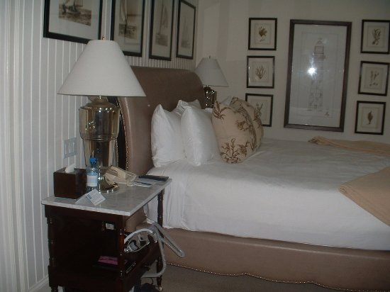 St. Michaels, MD: Bed in Suite at the Inn