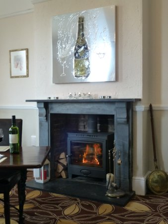 South Molton, UK: Dining room fireplace