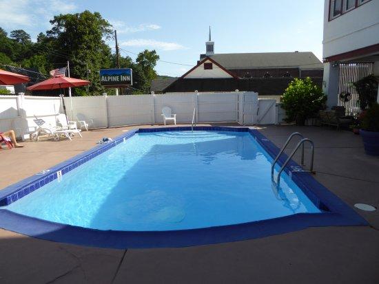 Alpine Inn: Heerlijk zwembad