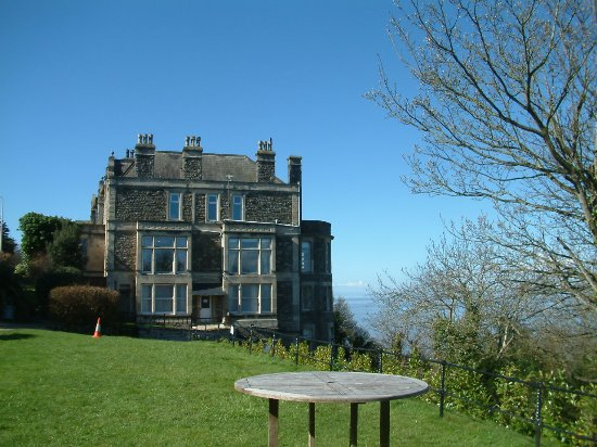 Clevedon, UK: Beautiful old restored building with amazing grounds for a wedding or party outside.
