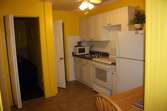 Barefoot Bay Resort and Marina: 2 br Kitchen