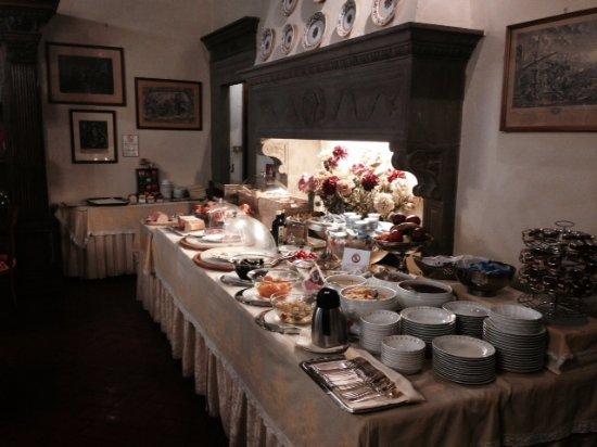 Hotel Monna Lisa : Lovely continental breakfast buffet: great for kids
