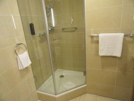 VERY CLEAN BATHROOM WITH BOTH TUB AND SHOWER AND SEPARATE WATER ...