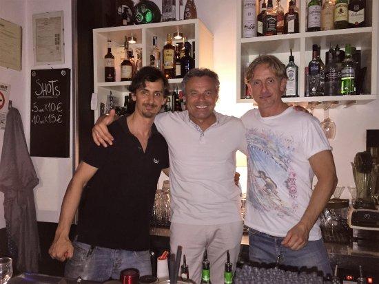 Zelli Wine Bar: на фото я (в центре) и владельцы fratelli Zelli