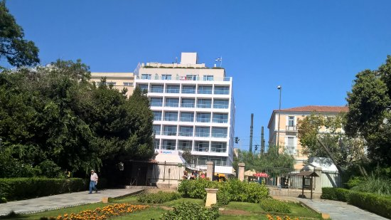 Amalia Hotel: The Hotel from the Gardens across the road