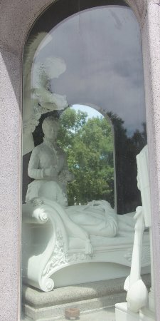 Forest Lawn : One of the most interesting monuments, learn, why the person laying down has his foot under his