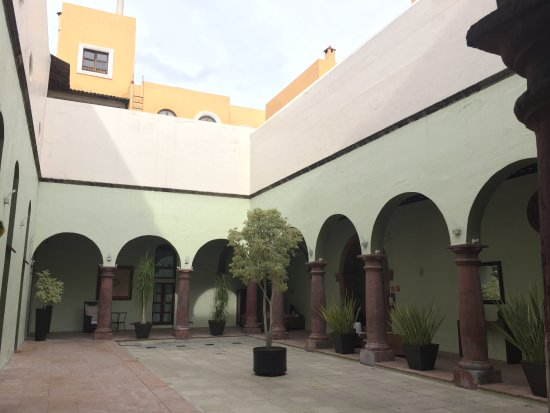 La Morada Hotel: Outdoor patio