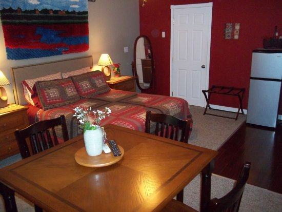 Tin Brook Bed & Breakfast