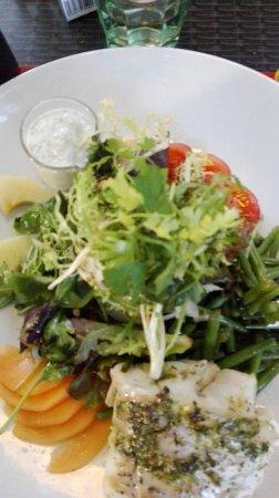 Saran, Fransa: salade estivale au colin