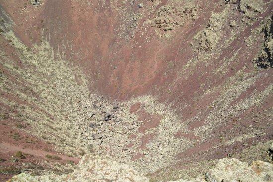 Ye, Spain: widok krateru ze szczytu