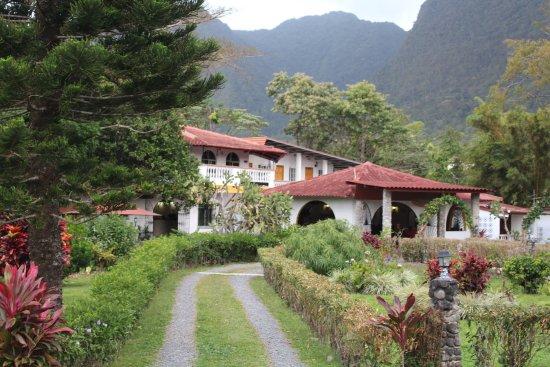Hotel & Restaurante Valle Verde: Entrada al Hotel y Restaurante Valle Verde...