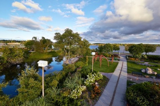 Cadillac, ميتشجان: Cadillac Sound Garden area includes sound garden, boardwalk, sun dial and kinderbells.