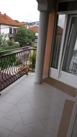 Vranje, เซอร์เบีย: Balcony shared by one more apartment !?