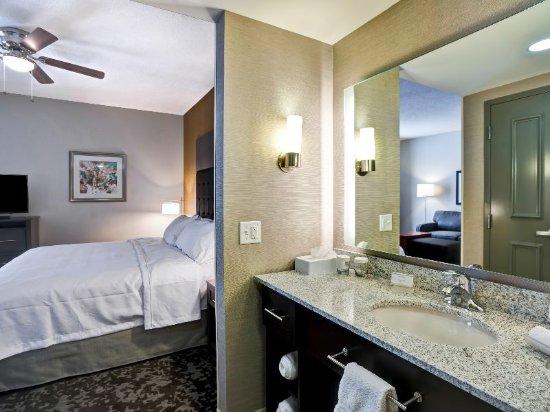 Christiansburg, VA: Studio Suite Bathroom