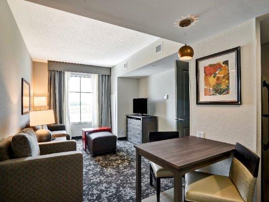 Christiansburg, VA: Suite Living Room