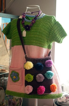 Dodworth, UK: They also sell fantastic bespoke knitwear, and have 4 resident artists.