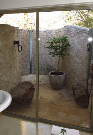 Timbavati Private Nature Reserve, Afrika Selatan: View of the outdoor shower