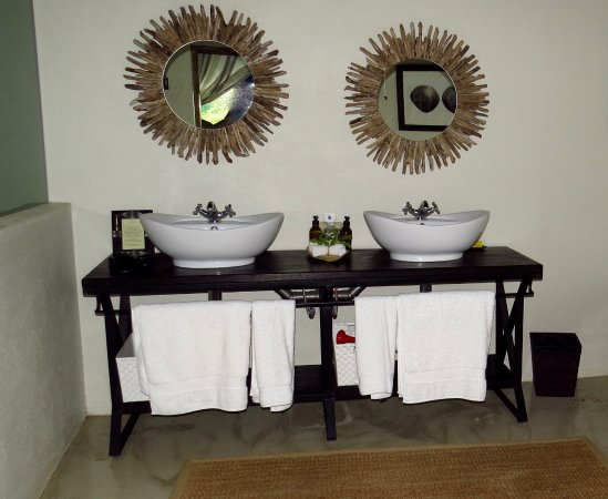 Timbavati Private Nature Reserve, Sydafrika: Nice to have double vanities.