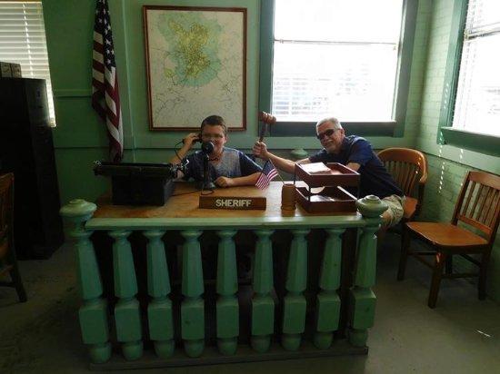 Mount Airy, Carolina del Norte: At Andy's desk