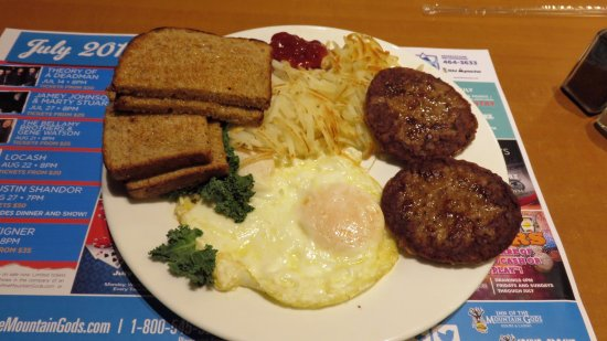 Mescalero, New Mexiko: Over easy, hash browns, sausage patties, toast