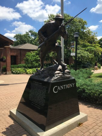 Wheaton, IL: Statue at entrance