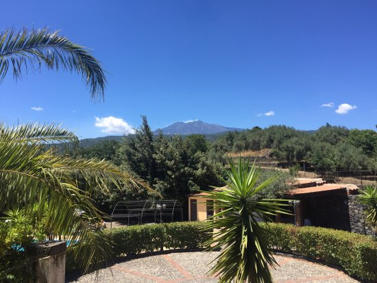 Piedimonte Etneo, Italia: Prachtig uitzicht vanaf het terras