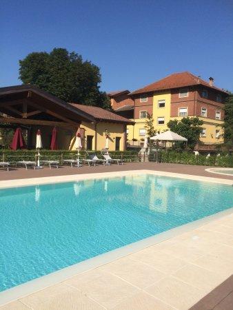 Rocca Grimalda, Italia: piscine 12x6 jaccuzzi