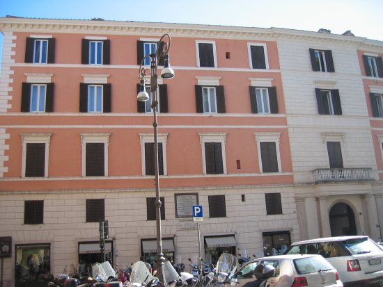 Façade of Hotel Fontanella Borghese