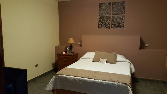 HOTEL LAS MAGNOLIAS - San Salvador: 20160719_173240_large.jpg