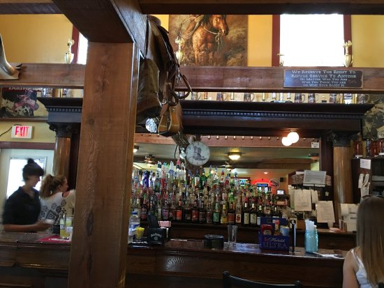 Boots Bar & Grill: Nice atmosphere but very slow service.  It's not very busy but took 15 minutes to be waited on a