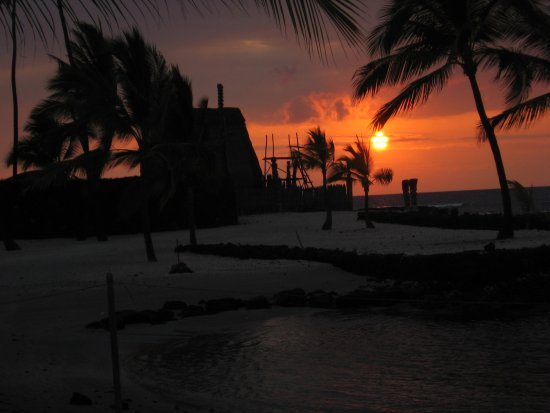Pu'uhonua O Honaunau National Historical Park: Yet another beautiful PUHO sunset
