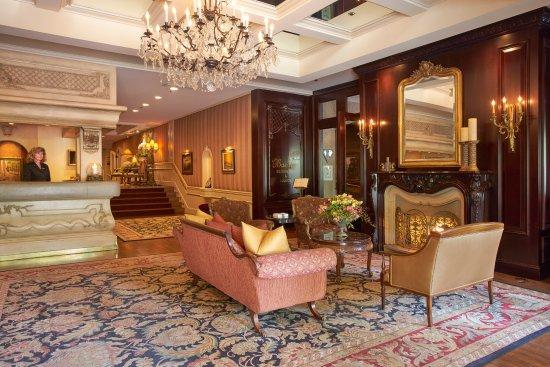 Wedgewood Hotel & Spa: Hotel Lobby
