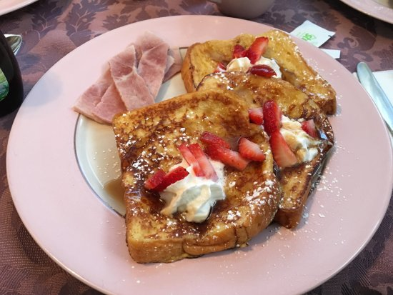 Prairie House Manor: Delicious french toast!