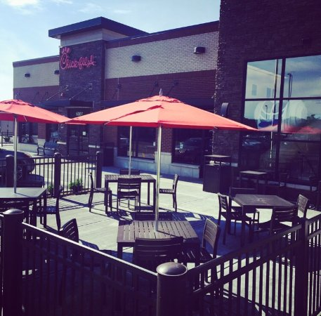 Countryside, IL: Come and enjoy a delicious meal outside on our patio.
