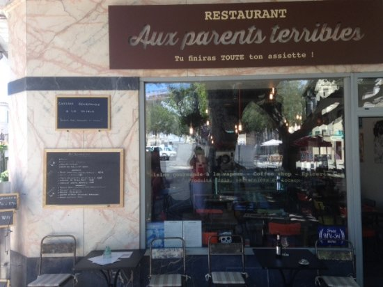 Pertuis, Frankreich: storefront