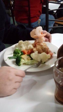 Corryong, Australien: Chicken Wellington with prawns