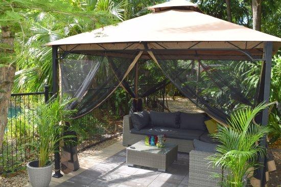 Clifton Beach, أستراليا: Gazebo lounge area.