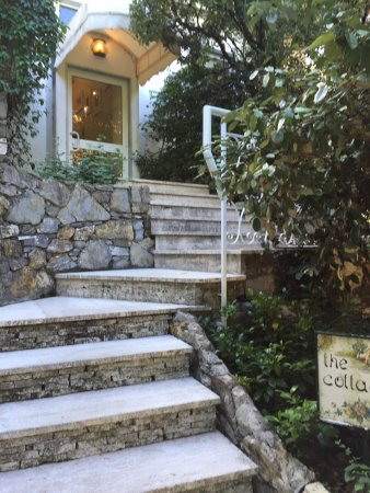 Grand Hotel Miramare: The steps to The Cottage after a short walk up a hill with more steps. The walk is pretty.
