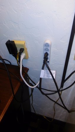 Howard Johnson Inn - Oklahoma City: This can't be up to code...right?