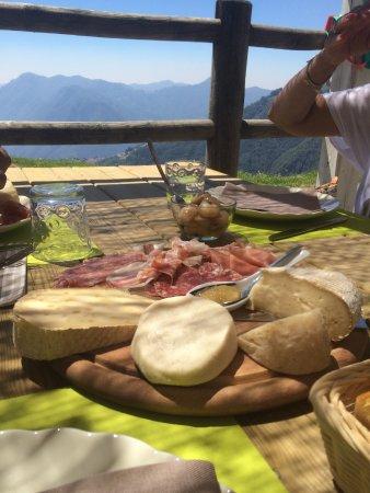 Colonno, Italien: Antipasto misto con vista