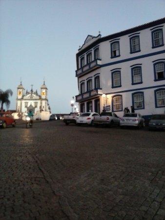 Hotel Colonial : Vista da rua do hotel