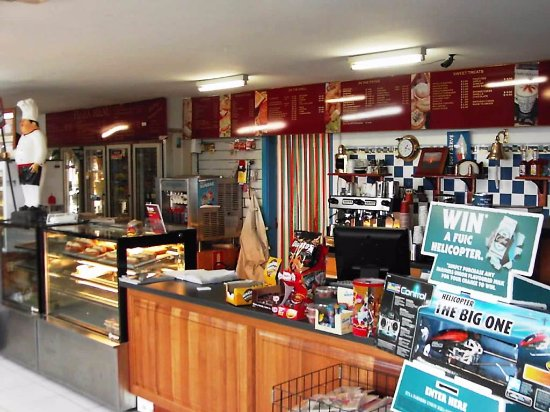 Point Turton, Australia: Inside of the general store/bakery/petrol station. Catering for almost every need