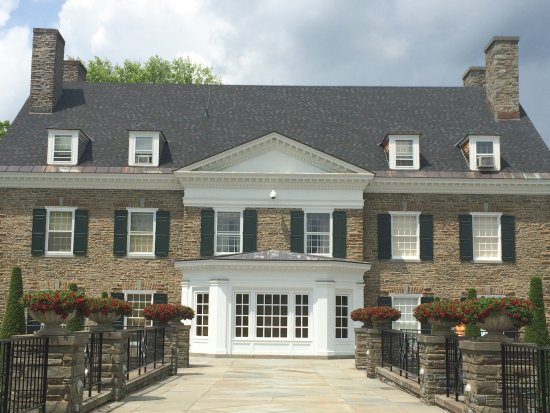 Cooperstown, estado de Nueva York: View of the back of the museum from the grounds